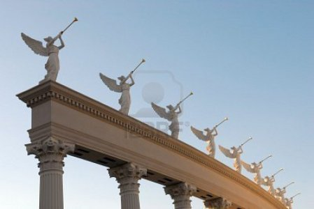 843070-angeles-con-las-trompetas-de-oro