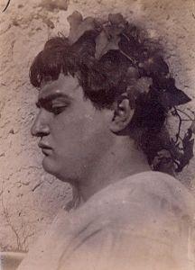 431px-Gloeden,_Wilhelm_von_(1856-1931)_-_n__0141_B_-_Giovane_come_Nerone_-_da_-_Gloedeneries,_p_48