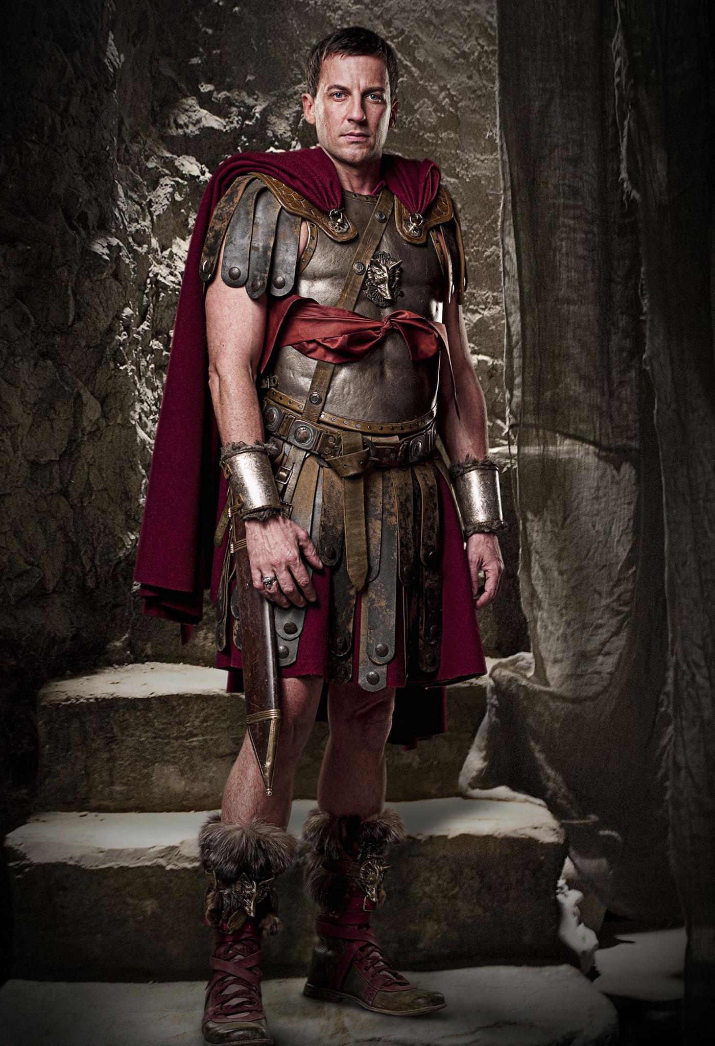 Hoja de presentacion de Tulio Quinto Escipion Claudius-glaber-spartacus-blood-and-sand-15421193-1400-2048