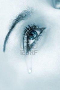 1895859-mujer-llorando-ojo-tintado-imagen-monocroma-alta-clave-foco-selectivo