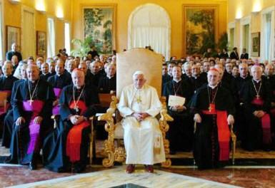 1_benedicto_xvi_con_cardenales