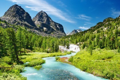 4665621-paisaje-de-montana-con-rios-y-bosques