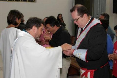 masones comulgando en la mano