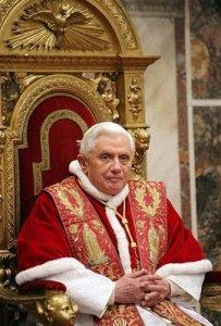 El-Papa-Benedicto-XVI-deja-libre-el-trono-de-San-Pedro-por-razones-de-salud-wikimedia-commons
