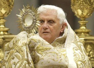 papa-benedicto-xvi-en-misa-previa-al-ano-nuevo-370x270