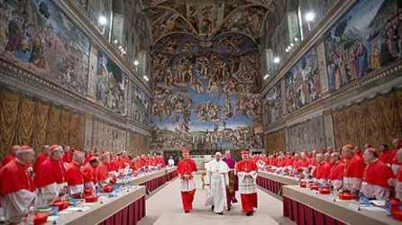 papa-francisco-al-ser-elegido-en-conclave-619x348