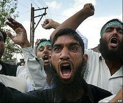 14735_los_islamistas_persiguen_brutalmente_a_los_cristianos