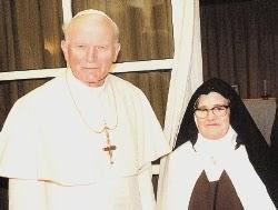 33Juan Pablo II y falsa Lucía