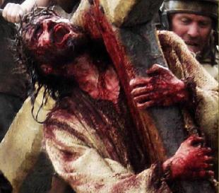 cristo-cargando-cruz-sangrando-707100