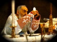 el-padre-pio-celebrando-la-santa-misa