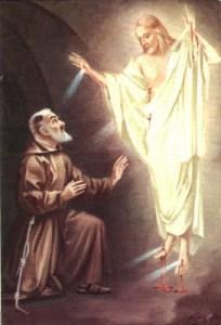 San Pío de Pietrelcina recibiendo los estigmas