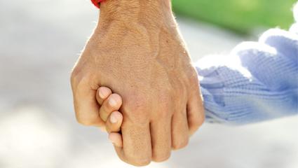 mano-padre-hijo