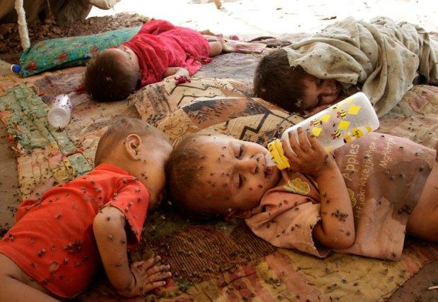 Children-at-a-roadside-sh-001