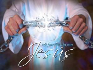 Familia-ora-con-Jesus
