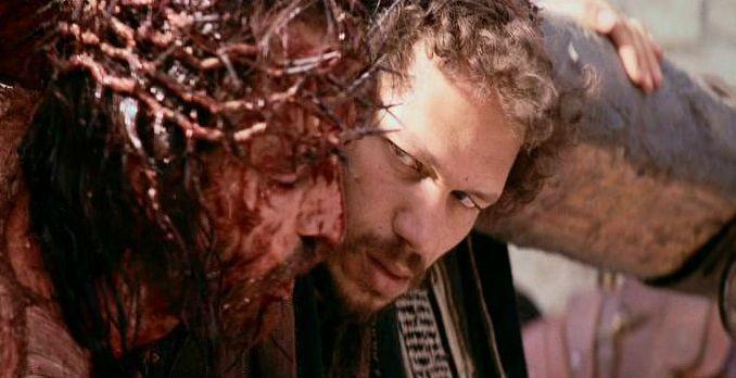 9ª Jesus es ayudado por el Cirineo