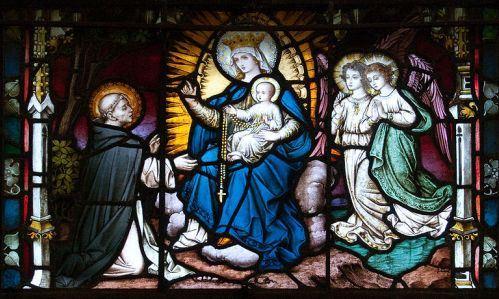 Santo-Domingo-recibe-el-rosario-de-Maria