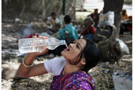 india_water_woman_jpg_size_xxlarge_letterbox