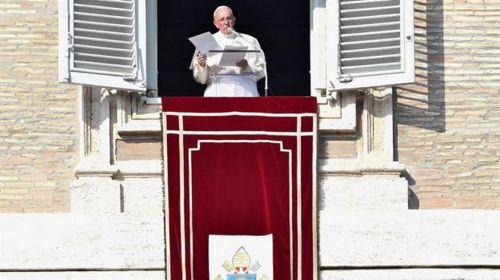 14675-francisco-rezo-por-francia-en-el-vaticano