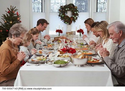 family-praying-at-christmas-dinner
