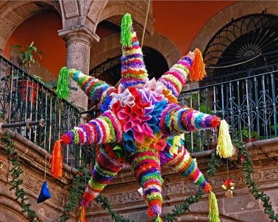 piñata- Tradiciones-navideñas-en-México