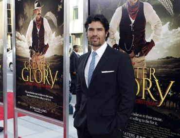 "Actor Eduardo Verastegui, star of the film ""For Greater Glory"" arrives for the film's premiere in Beverly Hills, California May 31, 2012. The film is set during the 1920's Cristero War in Mexico, an uprising and counter-revolution against the Mexican government set off by the persecution of Roman Catholics. REUTERS/Fred Prouser (UNITED STATES - Tags: ENTERTAINMENT)"