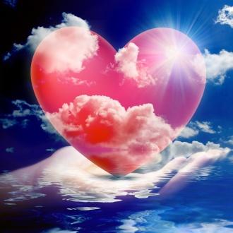00corazón heart-in-hand-of-god