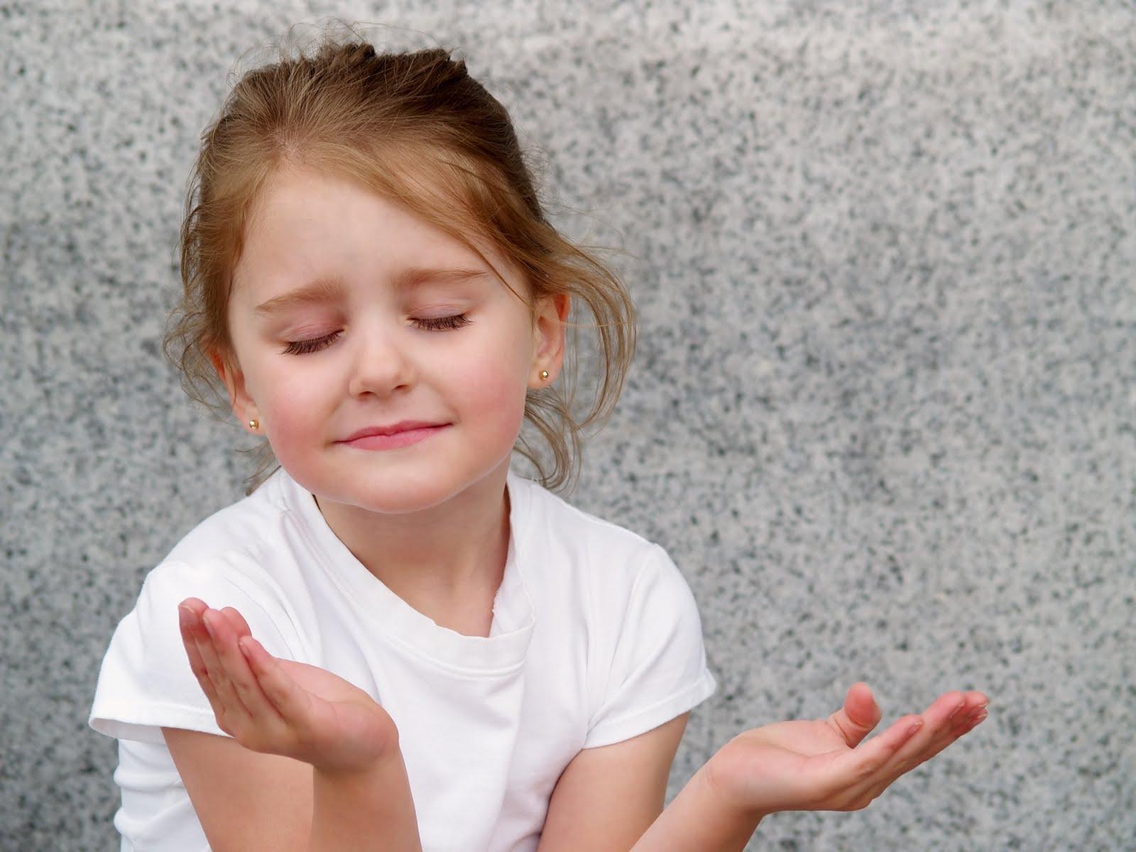 NIÑA-girl-praying