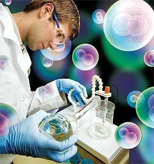 cientificos laboratorio17