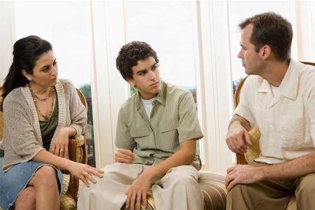familia conversando