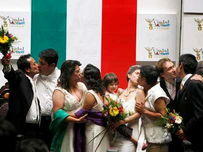 CELEBRACION DE LOS PRIMEROS MATRIMONIOS HOMOSEXUALES AMPARADOS POR LA LEY APROBADA EN LA SUPREMA CORTE DE JUSTICIA MEXICANA