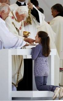 papa Benedicto-XVI-comunion