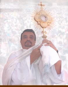 PADRE MOISES LARRAGA PROFETA Y APOSTOL JESUS SIGUE SANANDO EN SUS MISAS DE SANACION Y LIBERACIÓN