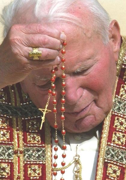papa-rezando-o-rosario2