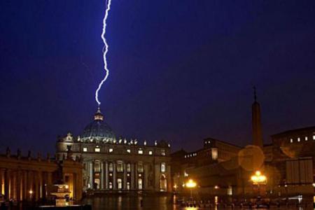rayo de advertencia divina renuncia del papa