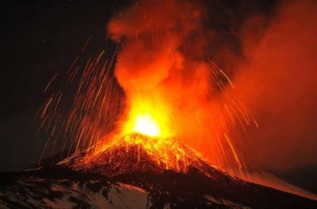 el-volcan-etna-en-plena-erupci_