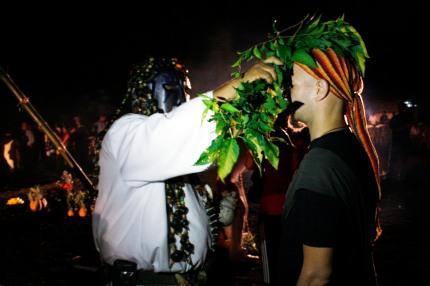 CATEMACO, VERACRUZ, 02MARZO2012.- Durante los primeros minutos de este primer viernes de marzo, decenas de brujos, shamanes y curanderos se reunieron por separado en la ciudad de Catemaco para celebrar su día en donde invocaron a las fuerzas espirituales. Cabe resaltar que los practicantes de la magia negra tuvieron que realizar su celebración de manera clandestina ya que se les prohibió efectuar el ritual a Lucifer y la Santa Muerte. FOTO: FÉLIX MÁRQUEZ/CUARTOSCURO.COM