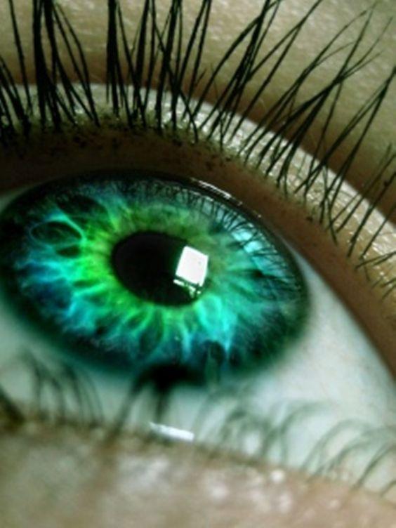 ojos verde turqueza